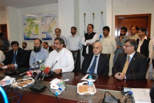 apcnga-chairman-with-min-petroleum-on-rlng-for-cng-announcement
